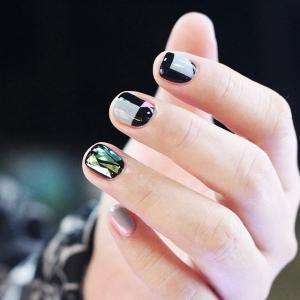 黑灰粉绿四色拼接玻璃美甲款式
