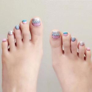 创意双色脚趾甲美甲款式