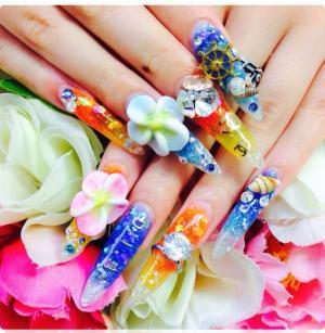 日系奢华3D雕花艺术新娘堆钻钻石美甲款式图片
