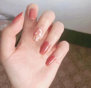 好看的气质枫蜜色指甲款式