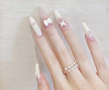 最新米白色仙气蝴蝶蕾丝美甲