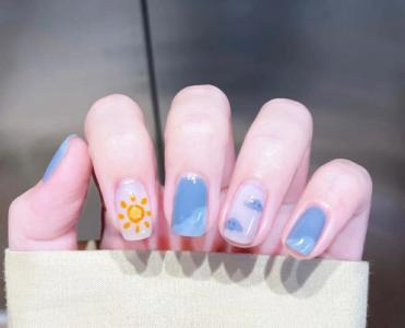 最新最热蓝白配色手绘指甲款式
