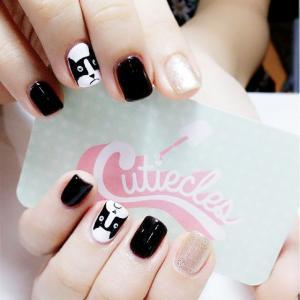 黑白卡通猫咪美甲图片