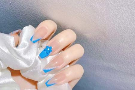夏季长款蓝色斜边法式美甲