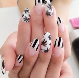 法式黑白搭配条纹线条椰子树美甲