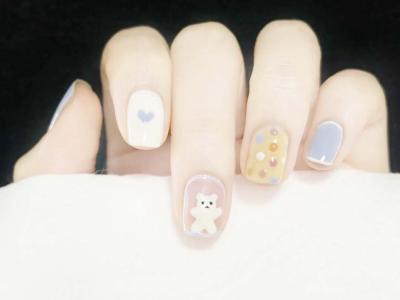 春日手绘可爱小熊美甲