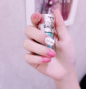 粉色丝绒金线美甲图片——资深美甲师 月月分享