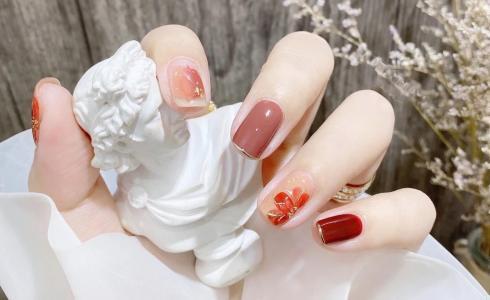 ins风秋日手绘小复古冰茶花法式美甲