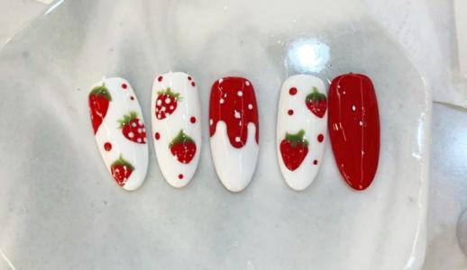 超甜可爱草莓波点最新美甲