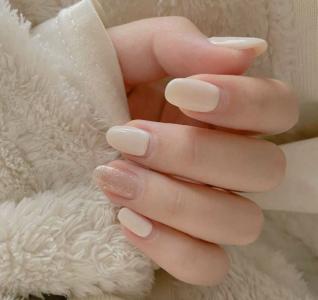 2021新款式奶白色金箔美甲