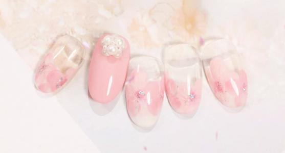 最好看的樱花美甲款式