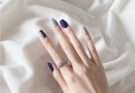 大理石纹蓝色磨砂美甲
