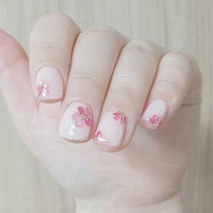 白色美甲图片粉色小花朵款——Magic美甲工作室分享