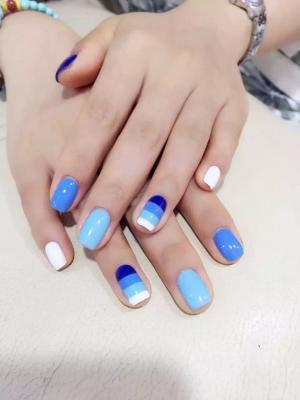 简单蓝色白色跳色线条色纯色美甲图片
