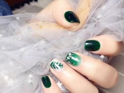 手绘渐变贝壳片树叶创意美甲