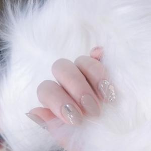 干净大气纯色系镶钻显白美甲