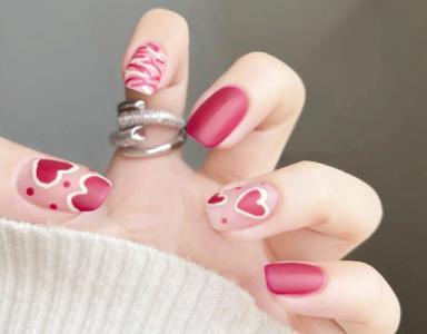 甜酷辣妹手绘爱心磨砂指甲款式