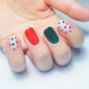 红绿白三色星星款美甲图片