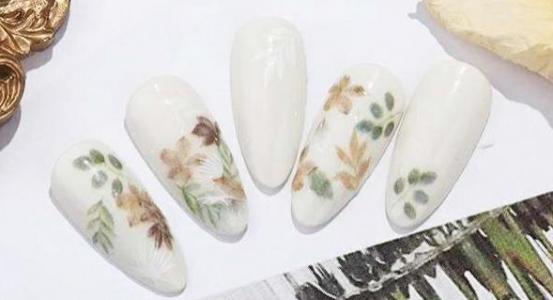 夏日清新小碎花指甲款式