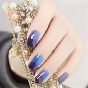 青蓝色水润美甲图片,气质奢华!