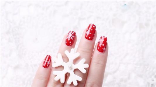 火红色的新年雪花美甲教程