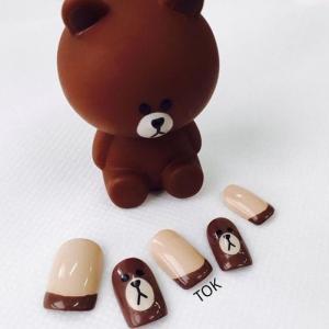 棕色可爱小熊tok美甲图片——蛋壳君分享