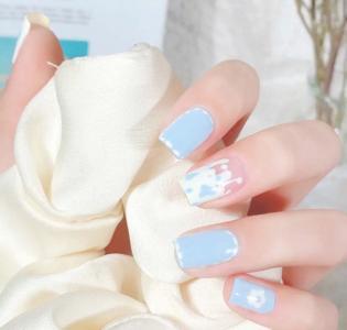 小清新蓝白拼色美甲款式