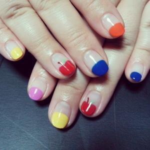 可爱简约彩色苹果短指甲彩绘美甲图案