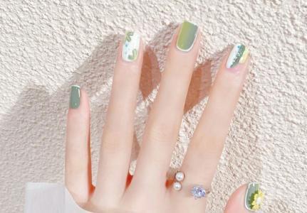 夏季显白绿色系渐变小花法式最新美甲
