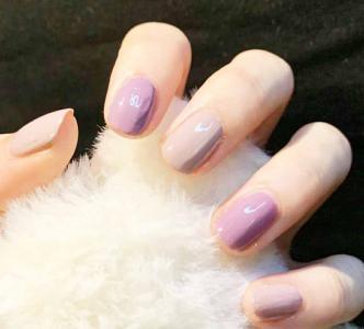 2021款夏季显白淡紫色拼色美甲