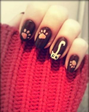 个性可爱黑底粉色猫咪猫爪彩绘美甲图案