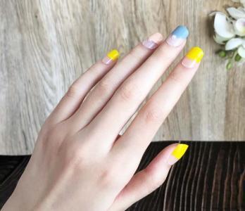 初春柠檬淡黄色珍珠美甲