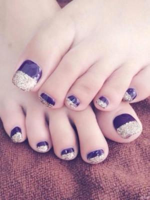 奢华唯美紫色底金色亮片脚趾彩绘美甲图案