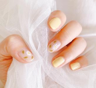 元气又清新的黄色小雏菊指甲