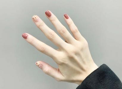 最好看的豆沙色指甲款式