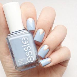 漂亮的蓝色essie美甲款式