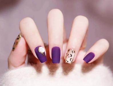 复古紫色磨砂小豹纹美甲