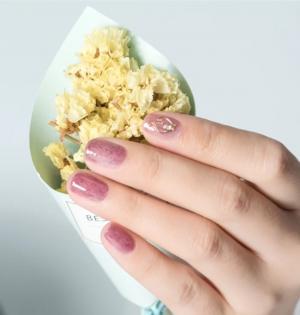 皮草豆沙色仙女美甲
