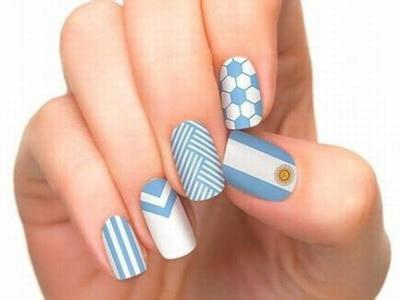 阿根廷国旗元素条纹线条美甲图片