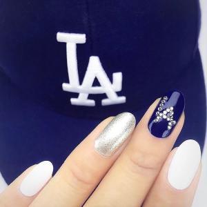 2016新款式蓝色LA美甲,带钻哦