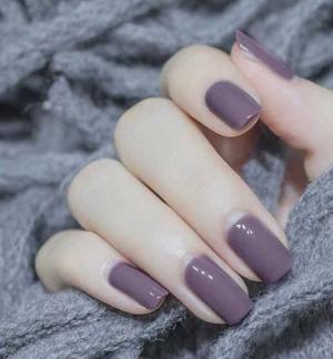 低调优雅灰紫色纯色美甲