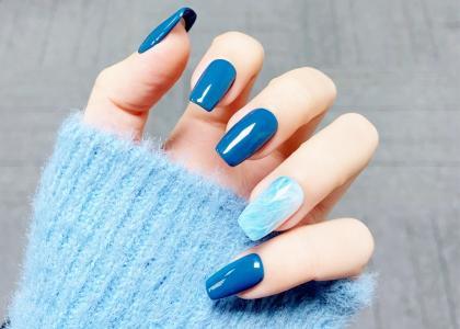 秋冬小清新蓝色撞色显白美甲