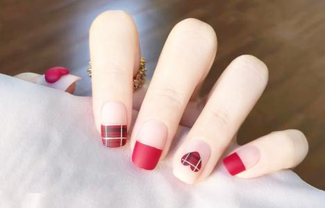 秋冬红梅子色磨砂新年美甲