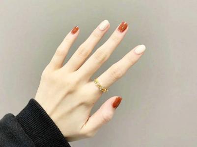 最显手白的跳色指甲款式