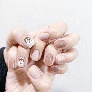 可爱手绘松鼠短指甲美甲