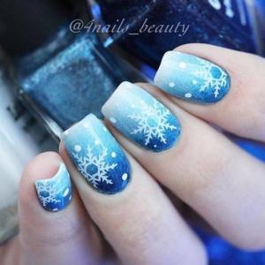 唯美蓝色渐变雪花美甲图片