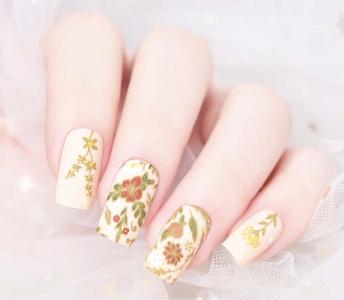 自带温婉气质的花花美甲