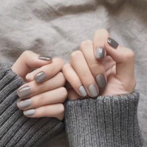 气质灰色纵向渐变简约美甲