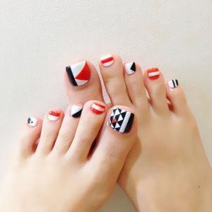 黑白红几何三角形脚趾甲美甲图案