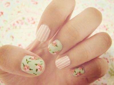 唯美小清新粉色田园风条纹花朵彩绘美甲图案